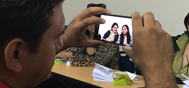 Ensenyant periodisme mòbil a Bolívia